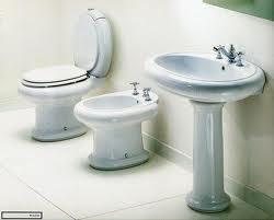 inodoros lavamanos grifera y cabina de duchas